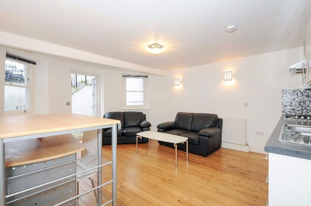 AVAILABLE ASAP 2 bed 2 bath Chapel Market N1, 2 mins from Angel Station, £490pw