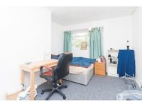 *LARGE 3/4 DOUBLE BEDROOM FLAT!! - CALL TODAY - AVAILBLE SEPTEMBER!