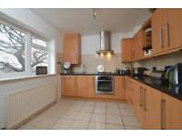2 bedroom flat in Wellington Place, Great North Road, East Finchley, N2
