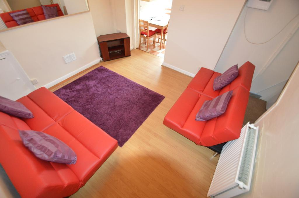 4 bedroom house in Rhymney Street, Cathays, Cardiff