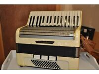 accordion , Weltmesiter , Cream colour , 60 bass 34 note
