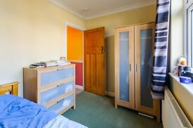 Single and double rooms in well-kept house (includes bills)