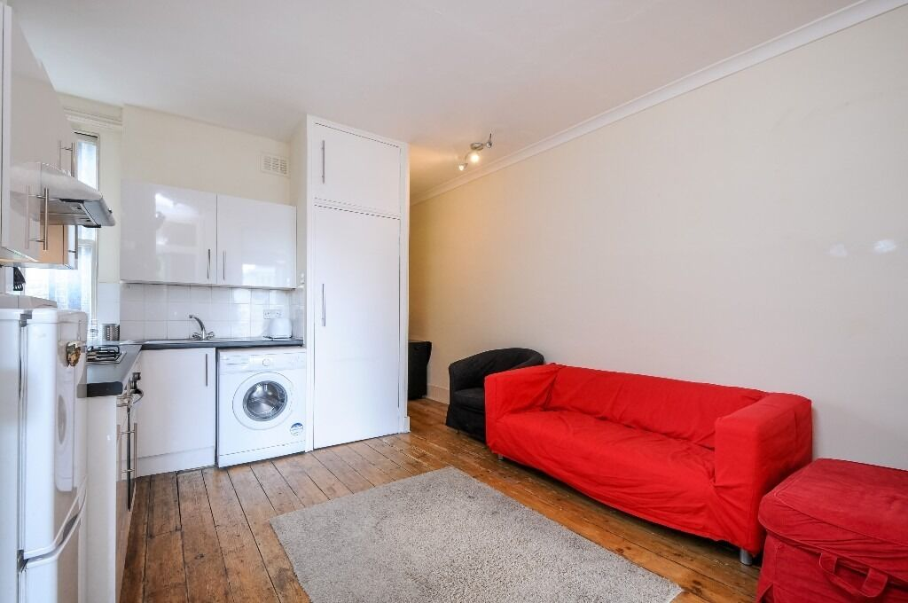 A lovely three double bedroom first floor flat located on Fulham High Street, SW6