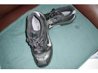 NIKE GOLF SHOES SIZE 5
