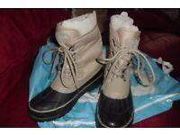 SIZE 5 REGATTA WATERPROOF WALKING BOOTS IN BEIGE/BLACK