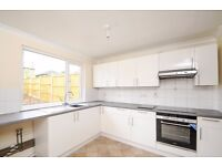 Stodart Road SE20 - A spacious two bedroom, two bathroom ground floor flat is available to rent.