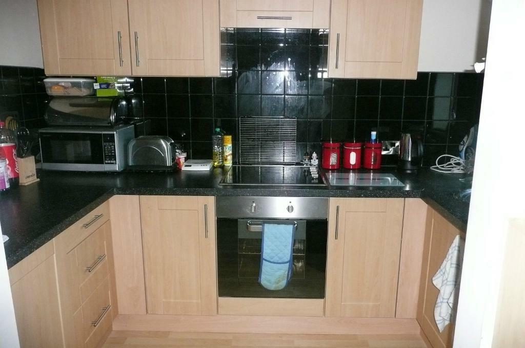 * 2 BEDROOM FLAT * DELPH COURT * WOODHOUSE * CLOSE TO CITY CENTRE AND UNIVERSITIES *