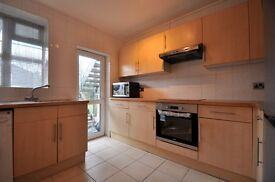2 DOUBLE BED FLAT, GROUND FLOOR OF PURPOSE BUILT BLOCK, CLOSE TO ACTON MAINLINE STATION