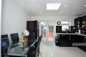 4 bedroom house in Stanley Road, Hounslow, TW3 (4 bed) (#1130753)
