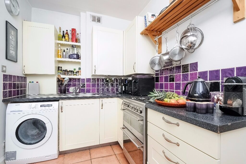 *AVAILABLE NOW* A BEAUTIFUL ONE BEDROOM GARDEN FLAT WITH PERIOD FEATURES ON FORTHBRIGDE ROAD