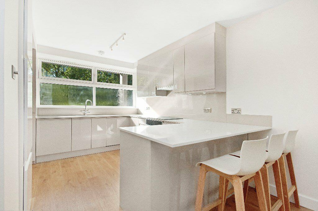 !!! IMMACULATE, SUPERB CONDITION THIS 3 BED 2 BATH FLAT AVAILABLE NOW FACING THE CANAL !!!