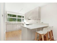 **IMMACULATE, SUPERB CONDITION THIS 3 BED 2 BATH FLAT AVAILABLE NOW FACING THE CANAL**
