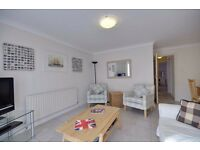 Sandbanks/Bournemouth: Fully furnished, spacious two bedroom apartment with communal garden.