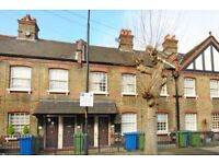 ***SELF CONTAINED ONE BEDROOM COTTAGE WITH PRIVATE PATIO. Merrow Street SE17***