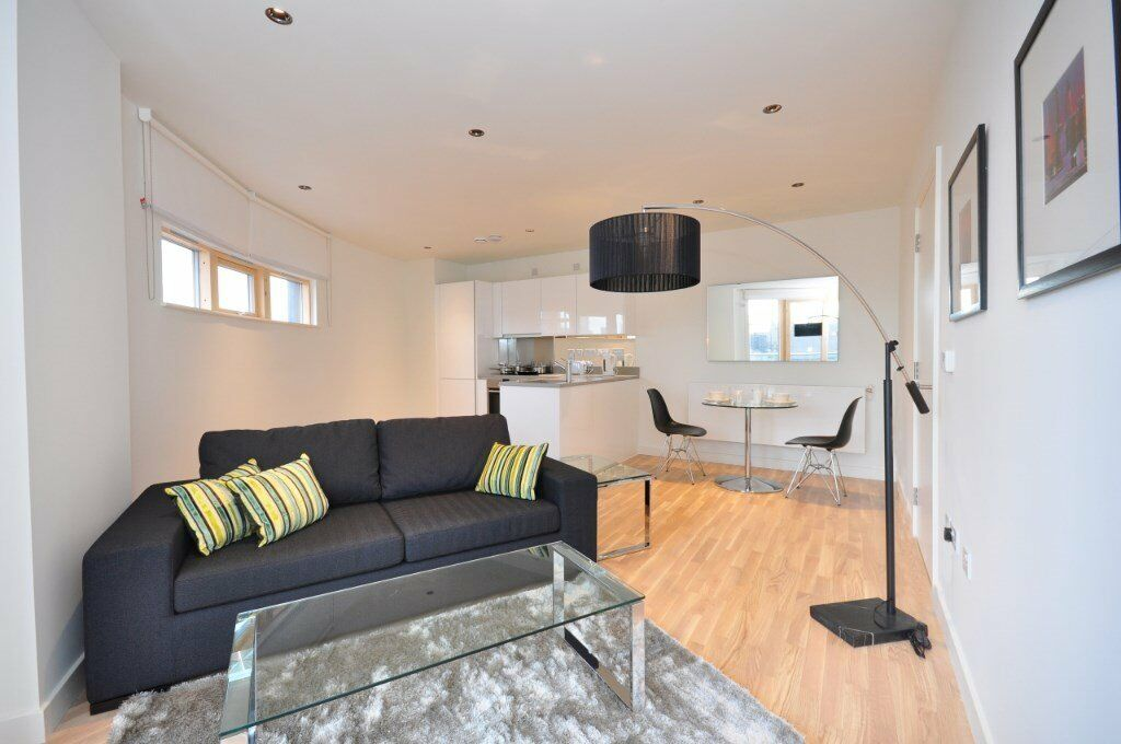 DESIGNER FURNISHED LUXURY 1 BEDROOM APARTMENT WAPPING LANE COBBLESTONE SQUARE E1W GYM SPA CONCIERGE