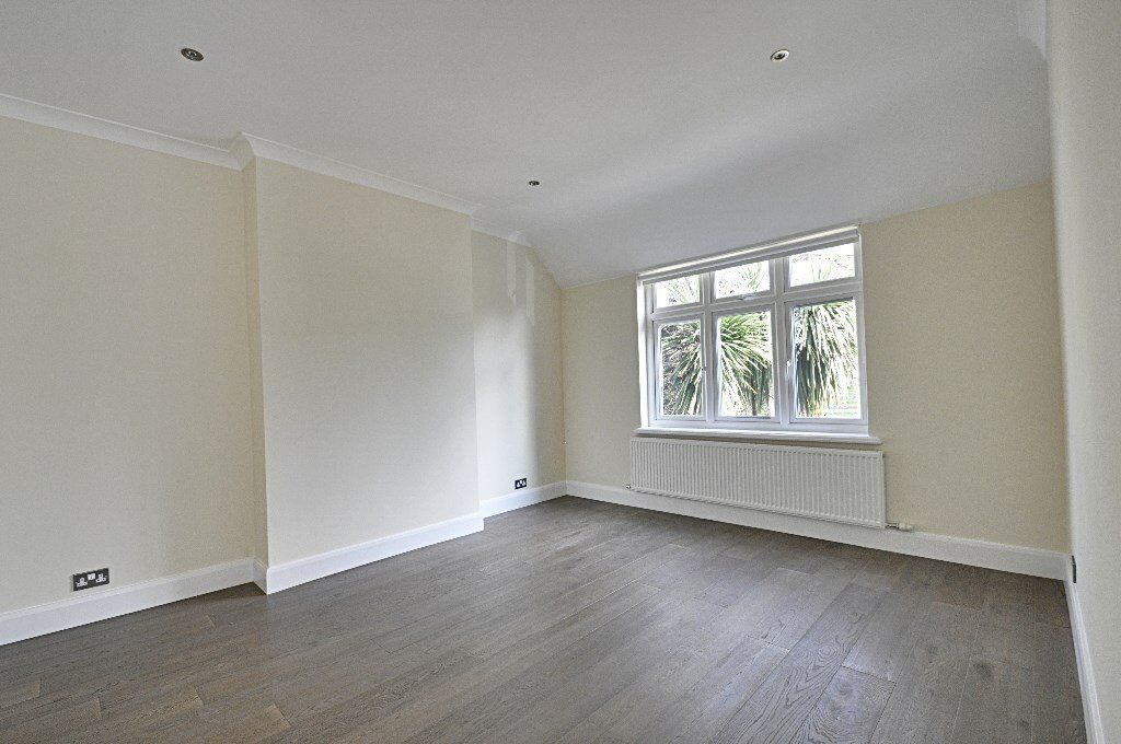 STUNNING 3 BED 2 BATH 1 BALCONY FLAT IN HAMMERSMITH AMAZING VALUE FOR MONEY