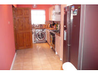 ROOM FOR A COUPLE , WITH OWN BATHROOM.NEWLY DECORATED HOUSE, WITH NEW APPLIANCES.