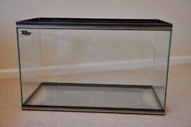 Aquarium or tank suitable to keep gerbils for example (wire cover available)