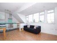 A well-presented one bedroom top floor flat to rent in Kingston. The Triangle.