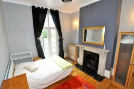 A spacious double room with his own balcony situated in a luxury houseshare, All Bills included