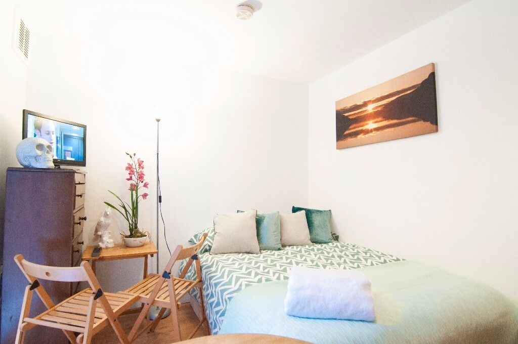 Outstanding studio with patio on Fairholme Road, West Kensington, £300 pw