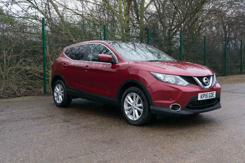 Nissan Qashqai Acenta Plus Dig T Magnetic Red 2015 In
