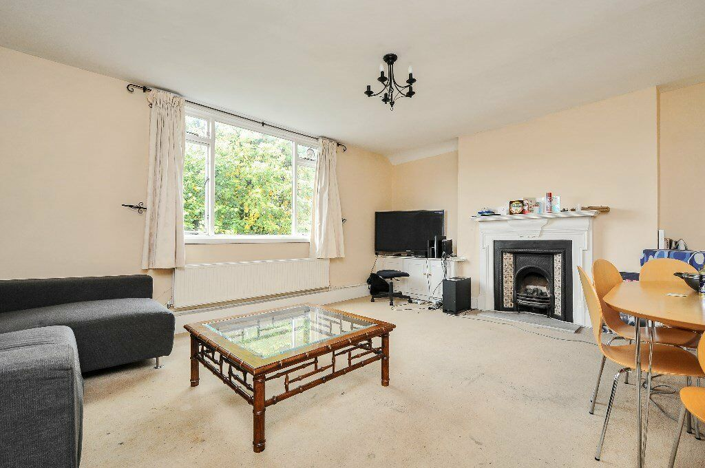 ACO - A very spacious two double bedroom property to rent on a popular road in South Hampstead