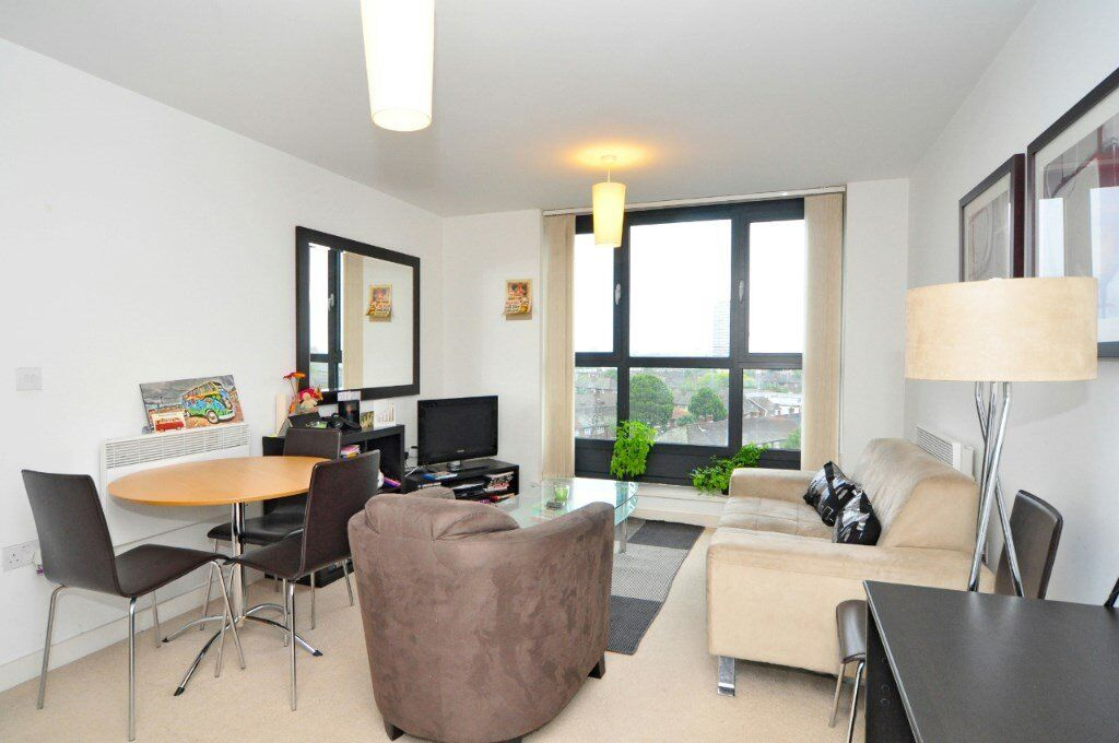 FURNISHED 1 BEDROOM APARTMENT IN THE SPHERE CANNING TOWN E16 CANARY WHARF THE CITY ONLY 290pw E14