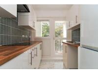 5 bedroom flat in Stoughton Close, Putney, SW1