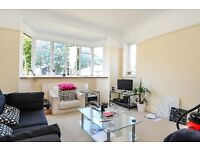 A three double bedroom first floor flat on West Road - SW4, £2,500 Per Month
