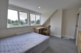 This beautiful 2 bed flat is avaliable now! In the heart of Hammersmith it is outstanding value