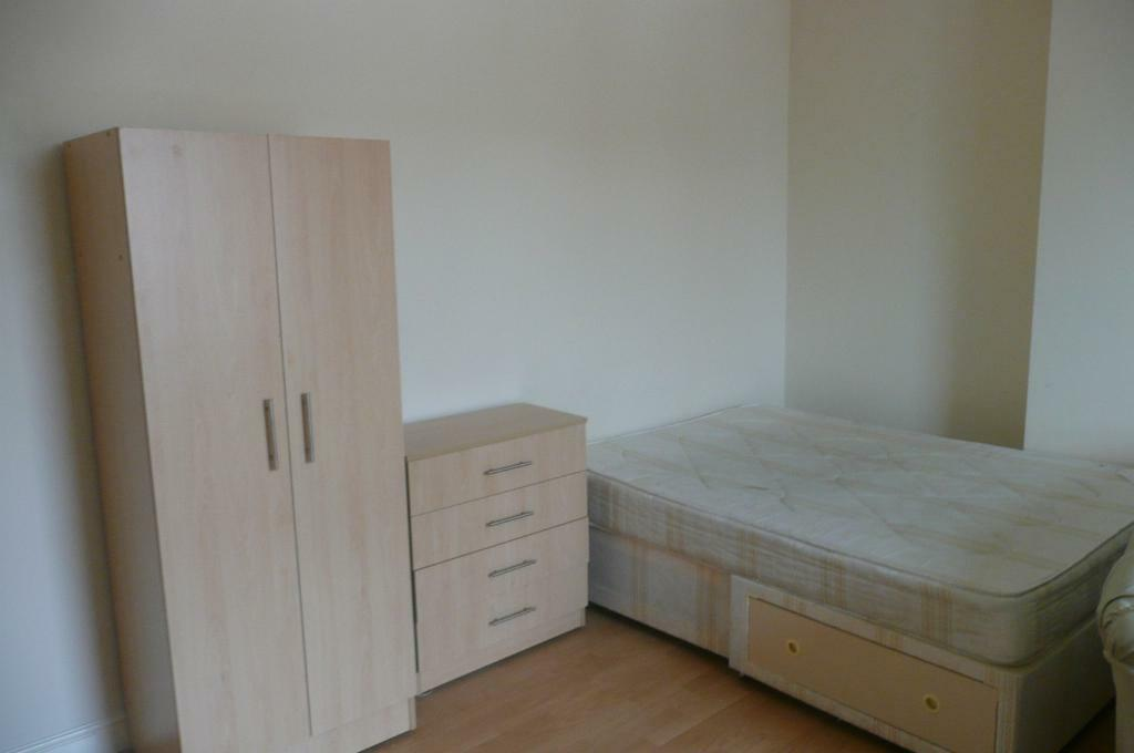 1 BEDROOM STUDIO * NEWLY REFURBISHED * CHURCH ROAD * ARMLEY *ZERO DEPOSIT * DSS WELCOME!
