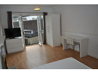 Extra-large double bedroom available in a private gated flat near Bermondsey Street!
