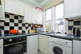 *AVAILABLE NOW* A BEAUTIFULLY PRESENTED ONE BED FLAT CLOSE TO CLAPHAM JUNCTION ON STRATHBLAINE ROAD