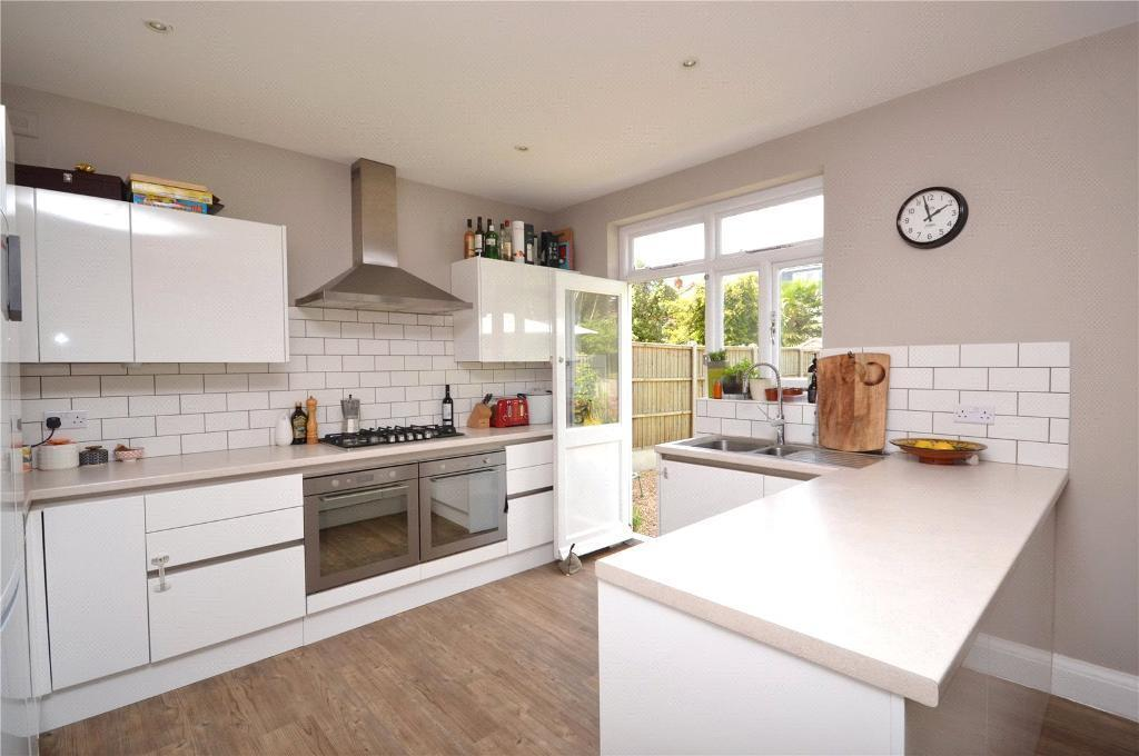 4 bedroom house in Vines Avenue, Finchley, London,