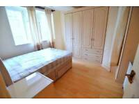 LARGE DOUBLE ROOM AVAILABLE ONLY 1 STOP FROM TOWER BRIDGE