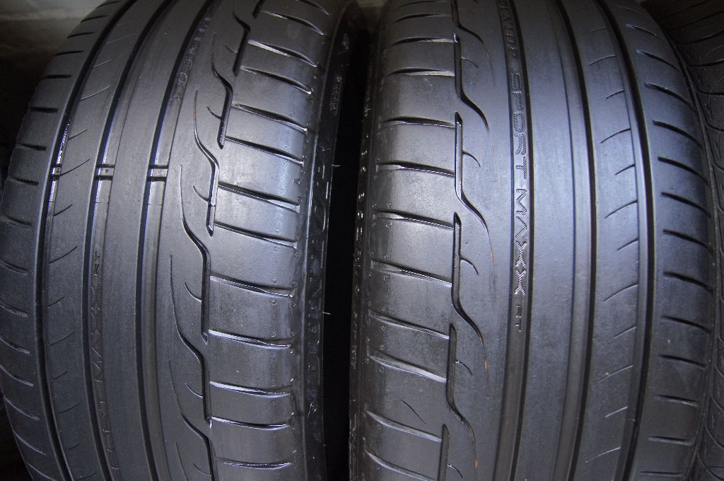 235 35 zr19 39 39 91y 2 x tyres dunlop sport maxx rt in aberdeen gumtree. Black Bedroom Furniture Sets. Home Design Ideas