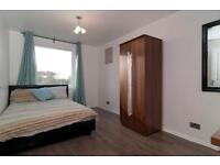 5 bedroom flat in Swanton Gardens, Southfields, SW1