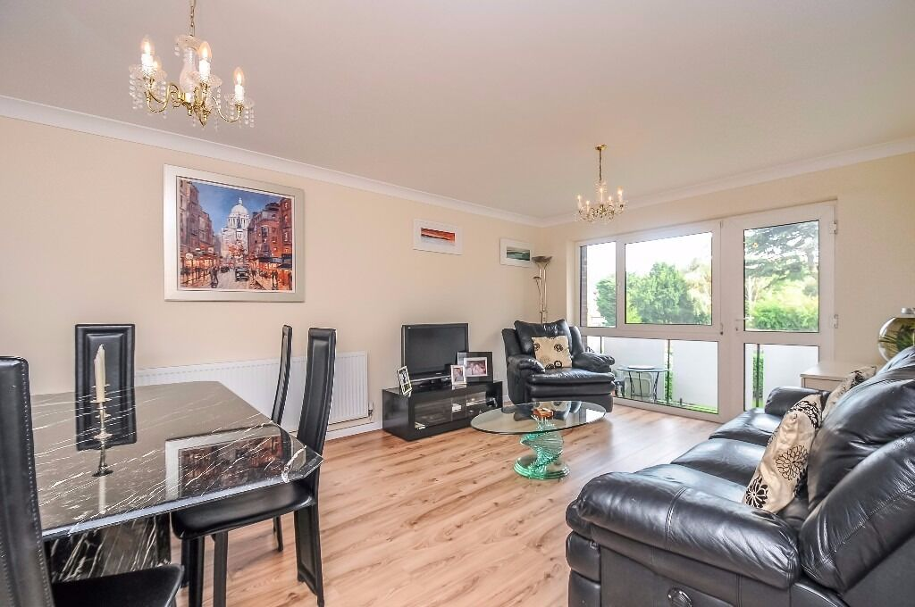 A well-presented and spacious two bedroom first floor apartment to rent on Clifton Road