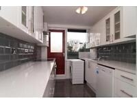 5 bedroom flat in Mere Close, Roehampton, SW1
