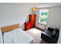 MUST SEE exquisitely decorated double room in a nice, modern houseshare, No Deposit Required !!!!!