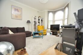 Newly refurbished 2 bedroom flat with garden