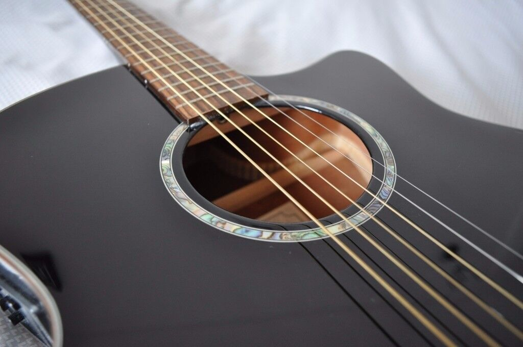 TANGLEWOOD EVOLUTION TVC BK CUTAWAY ELECTRO-ACOUSTIC GUITAR - BLACK