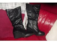 SIZE 9 BRAND NEW PAIR OF LADIES BLACK LONG BOOTS WITH WEDGE HEEL