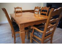 Extendable Dining Table and 6 chairs £130