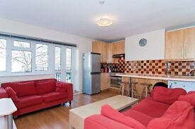 Well presented four bedroom flat located between the Common and Southfields.