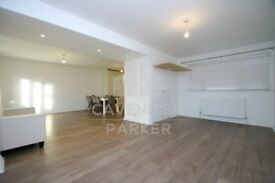 VERY SPACIOUS & BRIGHT 4 BED HOME- OFF STREET PARKING & PRIVATE GDN- GREAT NEARBY TRANSPORT LINKS