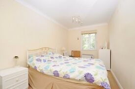 Spacious 2 double bed property just moments from Battersea Square. Bolingbroke Walk SW11