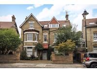 THREE DOUBLE BED FIRST FLOOR FLAT ON WARWICK ROAD WITH DISHWASHER & OAK FLOORING THROUGHOUT £2450PCM
