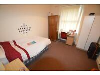 3 bedroom flat in Wood Road (First Floor Flat), Treforest, Pontypridd